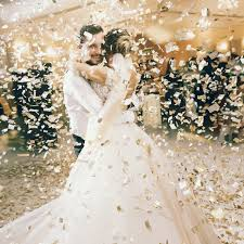 1st dance of couple in reception